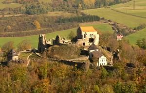 Pohled na hrad z vrchu Kapraď.